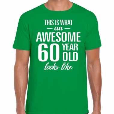 Awesome 60 year / verjaardag cadeau t-shirt groen voor heren kopen