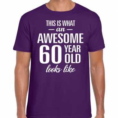 Awesome 60 year / verjaardag cadeau t-shirt paars voor heren kopen