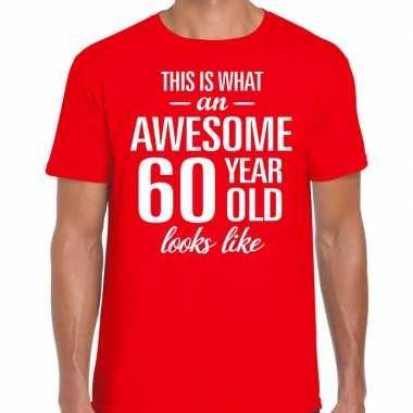 Awesome 60 year / verjaardag cadeau t-shirt rood voor heren kopen