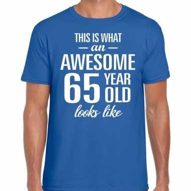 Awesome 65 year / verjaardag cadeau t-shirt blauw voor heren kopen
