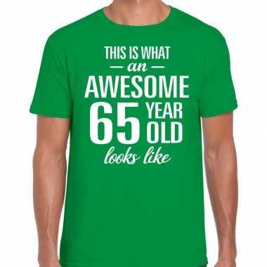 Awesome 65 year / verjaardag cadeau t-shirt groen voor heren kopen