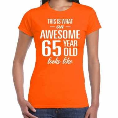 Awesome 65 year / verjaardag cadeau t-shirt oranje voor dames kopen