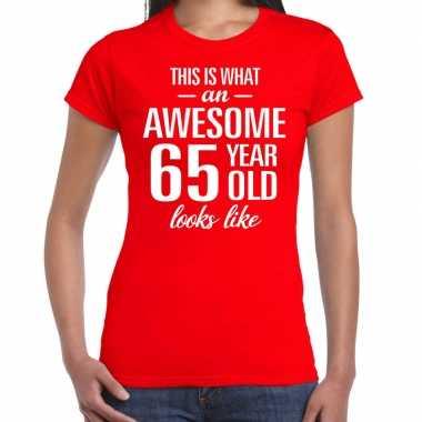 Awesome 65 year / verjaardag cadeau t-shirt rood voor dames kopen