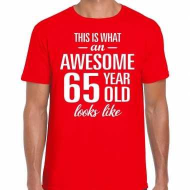 Awesome 65 year / verjaardag cadeau t-shirt rood voor heren kopen
