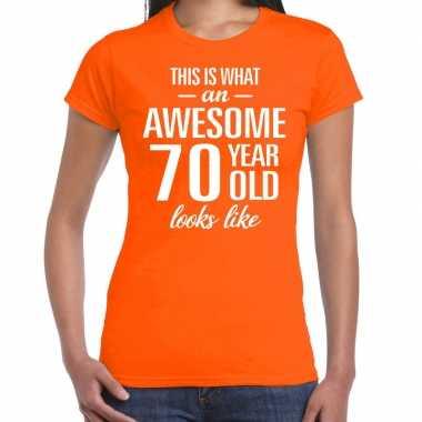 Awesome 70 year cadeau t-shirt oranje voor dames kopen