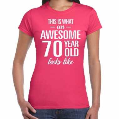 Awesome 70 year cadeau t-shirt roze voor dames kopen