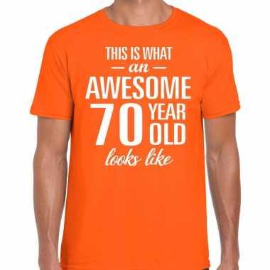 Awesome 70 year / verjaardag cadeau t-shirt oranje voor heren kopen