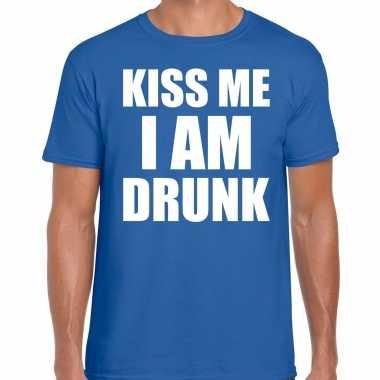 Blauw kiss me i am drunk shirt - fun t-shirt voor heren kopen