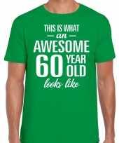 Awesome 60 year verjaardag cadeau t-shirt groen voor heren kopen