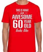 Awesome 60 year verjaardag cadeau t-shirt rood voor heren kopen