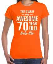 Awesome 70 year cadeau t-shirt oranje voor dames kopen