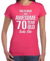 Awesome 70 year cadeau t-shirt roze voor dames kopen