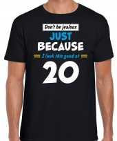 Dont be jealous just because i look this good at 20 t-shirt 20 jaar verjaardag shirt zwart voor heren kopen