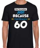 Dont be jealous just because i look this good at 60 t-shirt 60 jaar verjaardag shirt zwart voor heren kopen