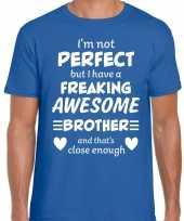 Freaking awesome brother broer cadeau t-shirt blauw voor heren kopen