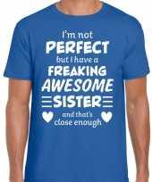 Freaking awesome sister zus cadeau t-shirt blauw voor heren kopen