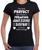 Freaking awesome sister zus cadeau t-shirt zwart voor dames kopen