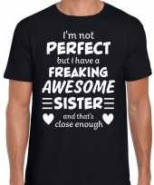 Freaking awesome sister zus cadeau t-shirt zwart voor heren kopen