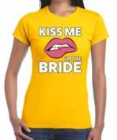 Kiss me i am the bride geel fun t-shirt voor dames kopen