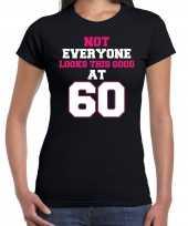 Not everyone looks this good at 60 t-shirt 60 jaar verjaardag shirt zwart voor dames kopen