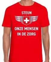 Steun onze mensen in de zorg zilveren schild shirt rood voor heren kopen
