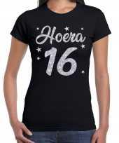 Zwart hoera 16 jaar verjaardag jubileum t-shirt voor dames met zilveren glitter bedrukking kopen