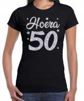 Zwart hoera 50 jaar verjaardag sarah t-shirt voor dames met zilveren glitter bedrukking kopen